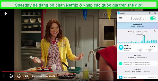 Ảnh chụp màn hình Netflix đang phát Unbreakable Kimmy Schmidt trong khi Speedify được kết nối với máy chủ bằng tiếng Tây Ban Nha