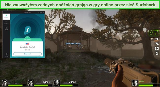 """Zrzut ekranu gry wideo """"Left 4 Dead 2"""" z Surfshark połączonym z serwerem w USA"""