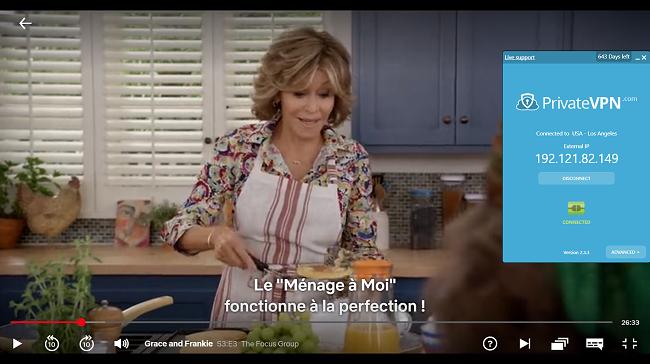 Capture d'écran de PrivateVPN connecté au serveur américain avec Grace et Frankie en streaming sur Netflix US