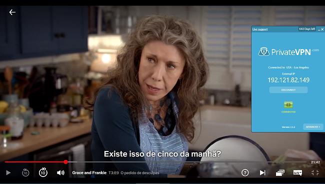 Captura de tela de PrivateVPN conectado ao servidor dos EUA com streaming de Grace e Frankie no Netflix dos EUA