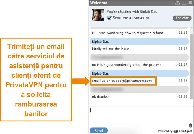 Captură de ecran a unui agent de chat live PrivateVPN care oferă instrucțiuni pentru trimiterea unei cereri de rambursare prin e-mail