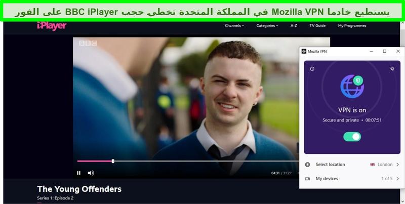 لقطة شاشة لـ BBC iPlayer وهي تلعب The Young Offenders بينما Mozilla VPN متصلة بخادم في لندن ، المملكة المتحدة